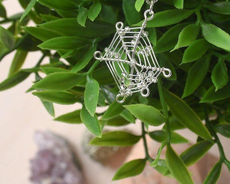 Wire Spider Web Necklace DIY