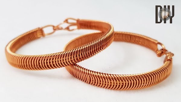 Unisex Coiled Wire Bracelet Tutorial Has the Look of Chain Mail Style